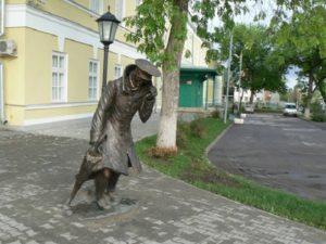 Памятники чеховским персонажам