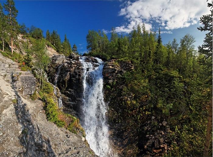 Водопад Красивый и заброшенный полигон