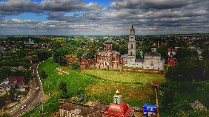 Волоколамский кремль: Воскресенский собор, Никольский храм (Историко-археологический музей)
