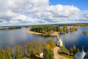 Озеро Селигер осенью