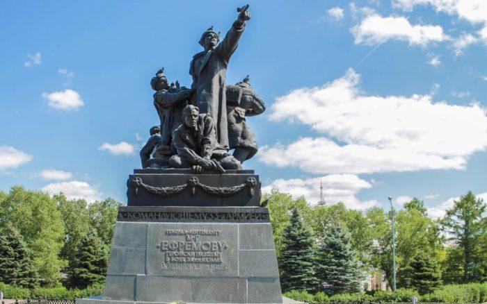 Памятник М.Г. Ефремову