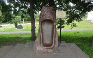 Памятник русскому лаптю