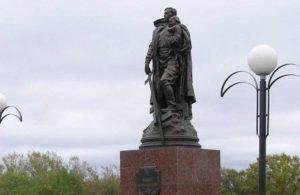 memorial-voinam-velikoj-otechestvennoj-s-avtorskoj-kopiej-pamyatnika-voinu-osvoboditelyu-v-berline