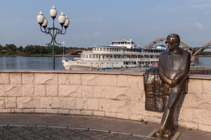 Памятник Льву Ошанину
