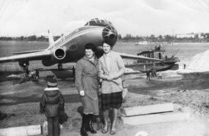 Памятник-самолёт ТУ-104А