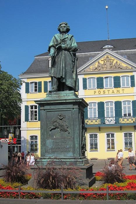 Памятники Бетховену в Бонне