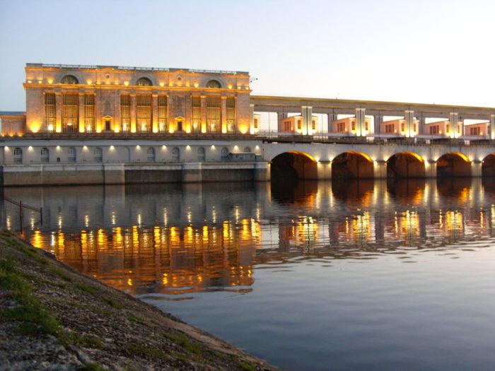 Плотина Угличской ГЭС и Музей гидроэнергетики