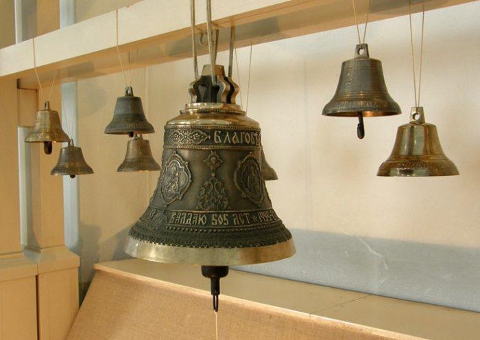 """Валдайский юбилейный колокол с надписью """"Валдаю 505 лет"""""""