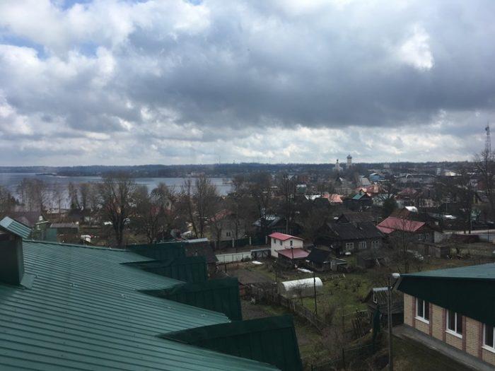 С 4-го этажа открывается панорамный вид на озеро и город