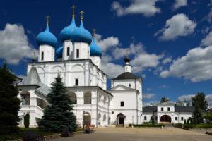 Высоцкий монастырь и плотина на Наре