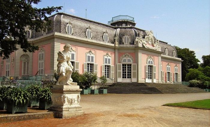 Замок Бенрат