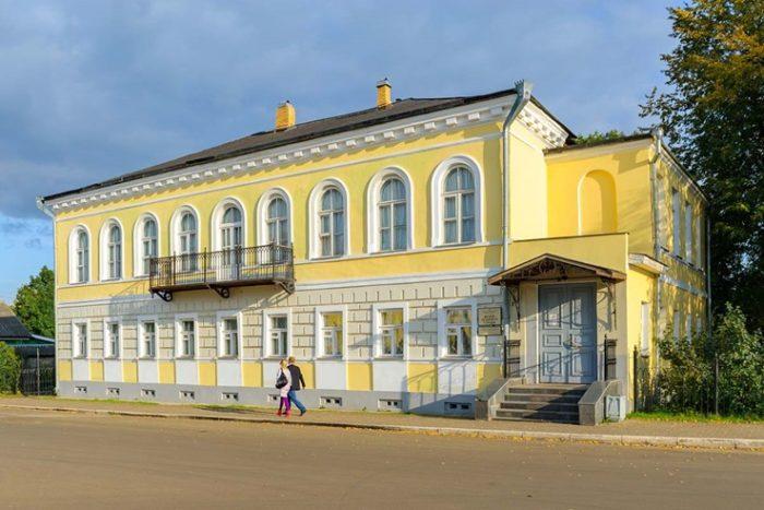 Здание музея уездного города