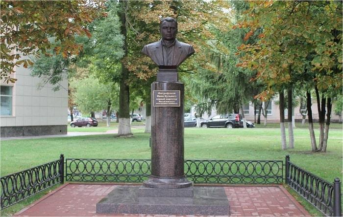 Памятник Митрофанову