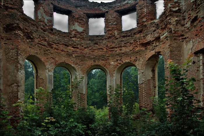 Руины усадьбы Голицыных «Самуйлово»