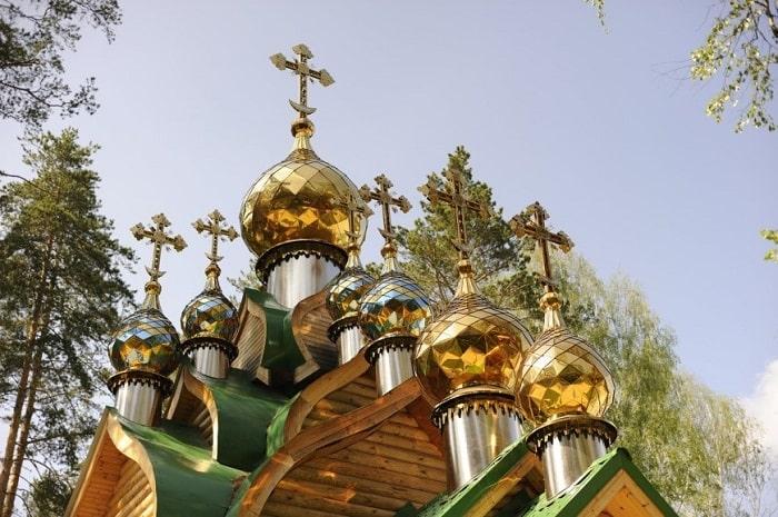 Семь куполов на храме