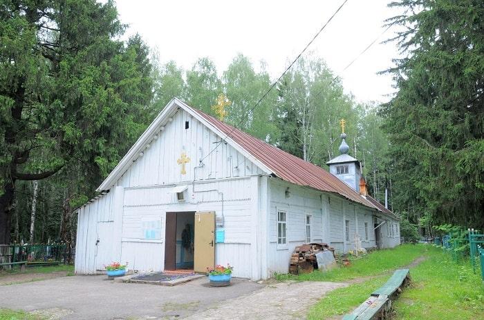 Церковь на кладбище