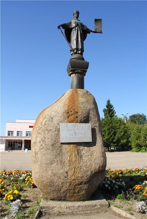 Памятник 700-летия Старицы
