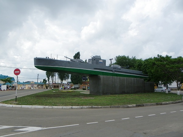 Памятник-бронекатер «Ейский патриот»