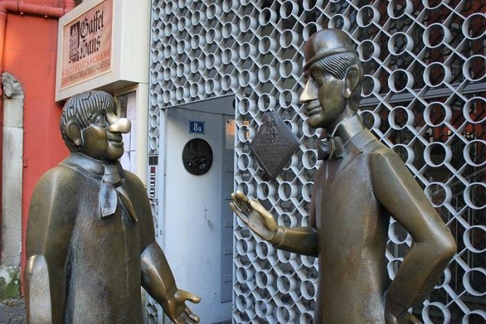 Памятник Тюннесу и Шёлю
