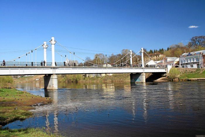 Пешеходный мост в Торжке