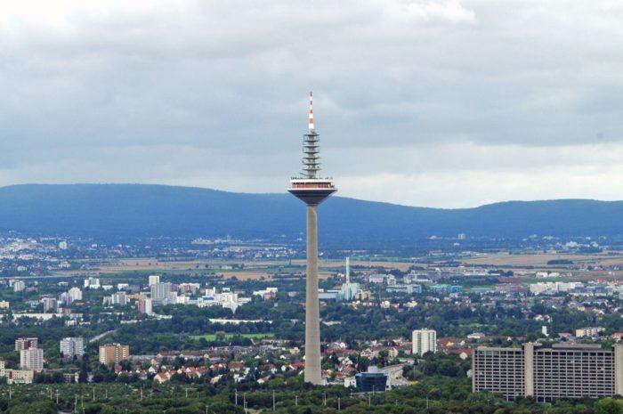 Europaturm высотой 337 м