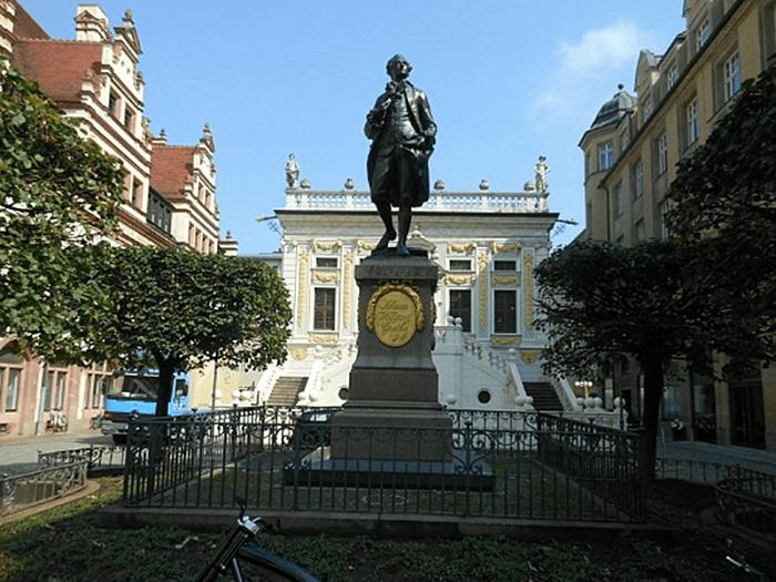 Памятник Иоганну Вольфгангу Гете