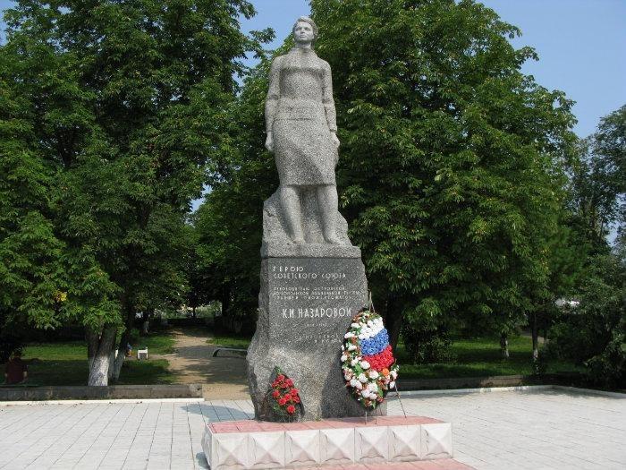 Памятник Клаве Назаровой