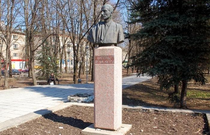 Памятник Жолио-Кюри-в-Обнинске