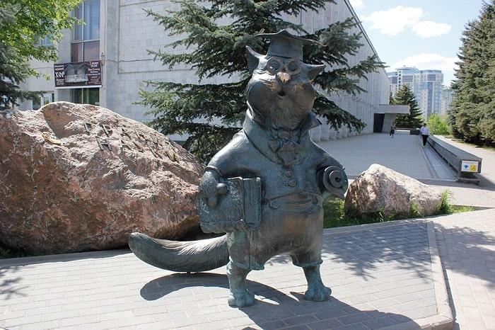 Скульптура Кот ученый