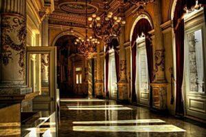 Внутри Дрезденской оперы