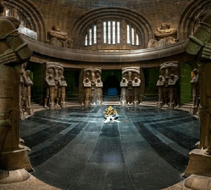 Зал славы внутри монумента