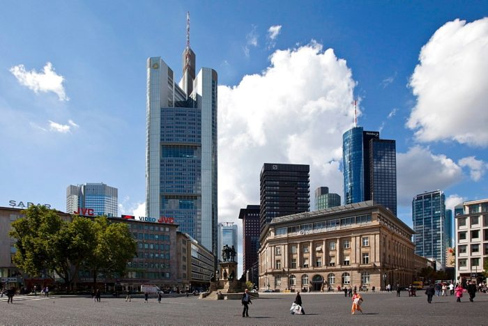 Commerzbank Tower – небоскрёб высотой 259 м. (56 этажей)