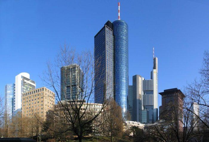 MainTower – комплекс из двух соединённых башен. Меньшая – Tower 185 (м), имеет кубовидную форму, а большая круглая достигает высоты 200 м (240 м с учётом шпиля).