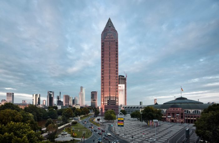 Messeturm высотой 257 м в 55 этажей.