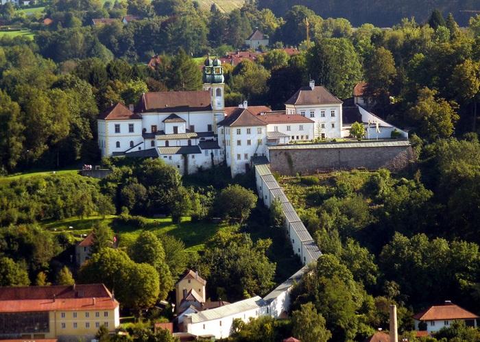 Монастырь Мариахильф
