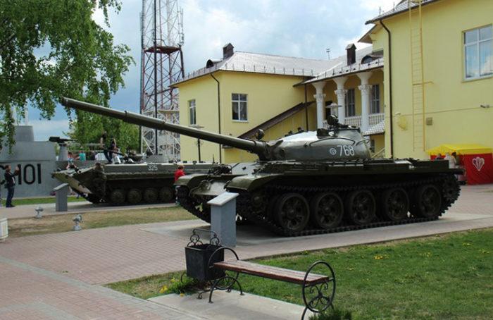 Музей военной техники и памятник академику Негину
