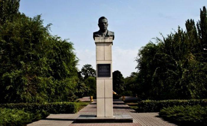 Памятник основателю города – Фёдору Логинову