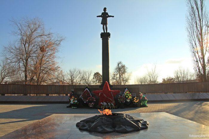 Площадь Павших Борцов и Парк «Аллея Героев»