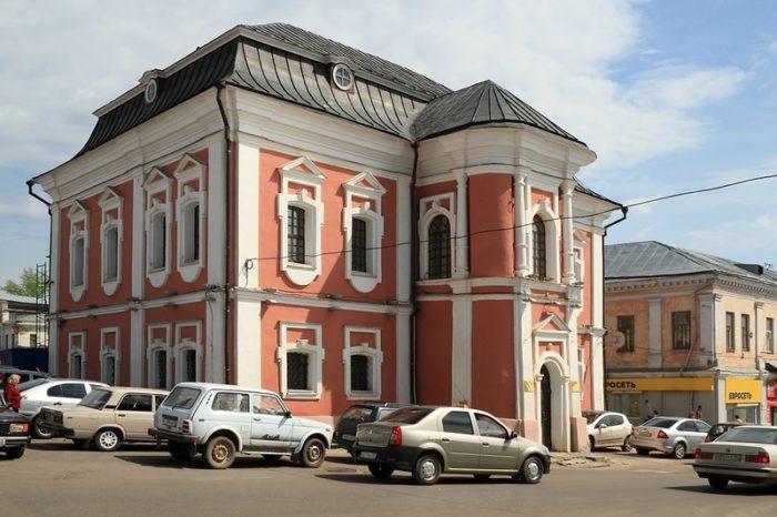 Ратуша (Магистрат) и Музей русского патриаршества в этом здании