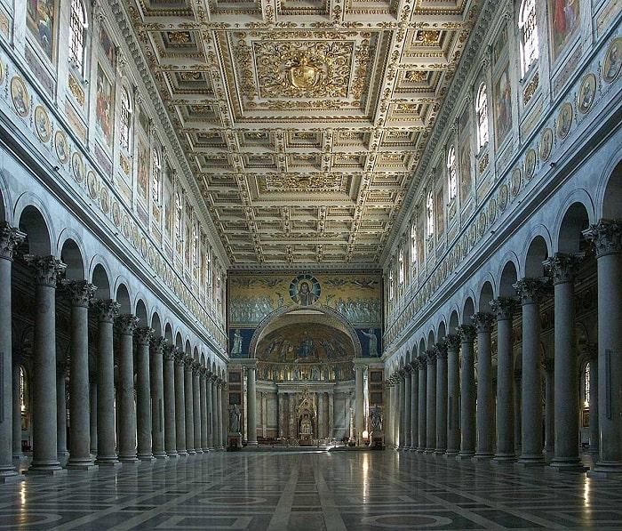 Интерьер зала базилики св. Павла