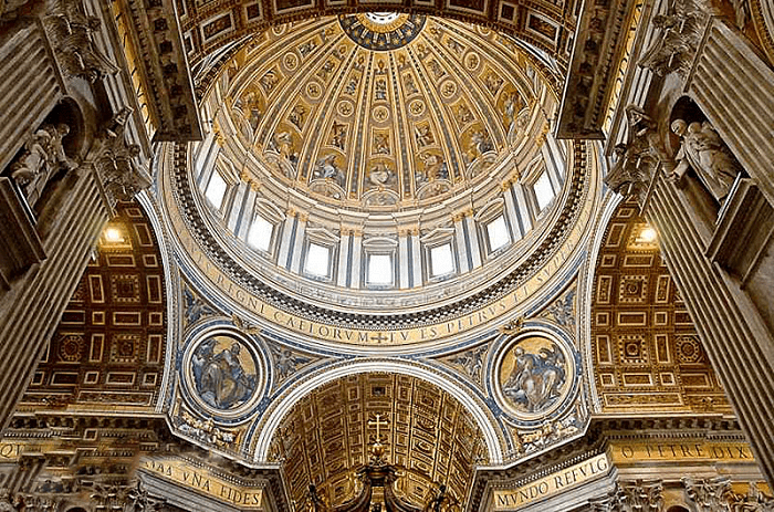 Изображения на внутреннем куполе
