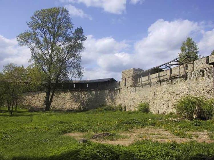 Остатки Великолукской крепости
