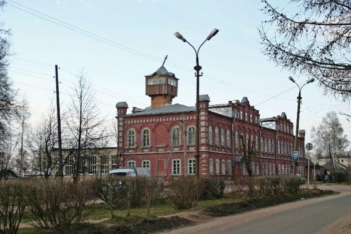 Школа №2 (бывшая городская управа)