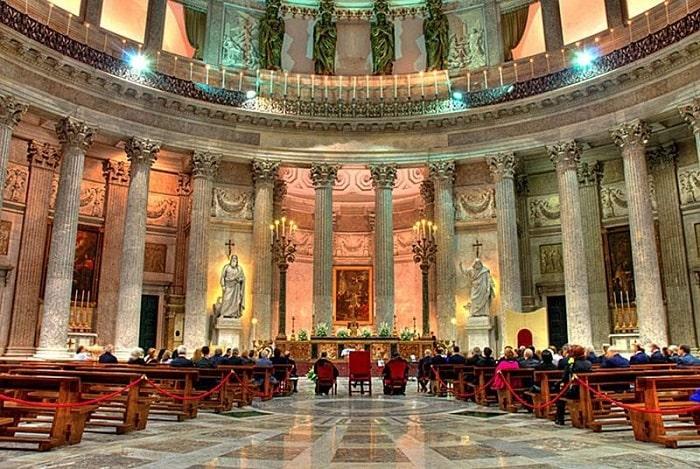Центральная ротонда базилики Сан-Франческо ди Паола