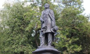 Памятник Фёдору Тютчеву