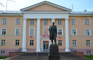Памятник Максиму Горькому-01