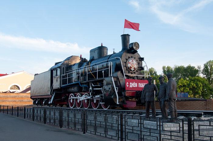 Памятник паровозу ЭР-787-70