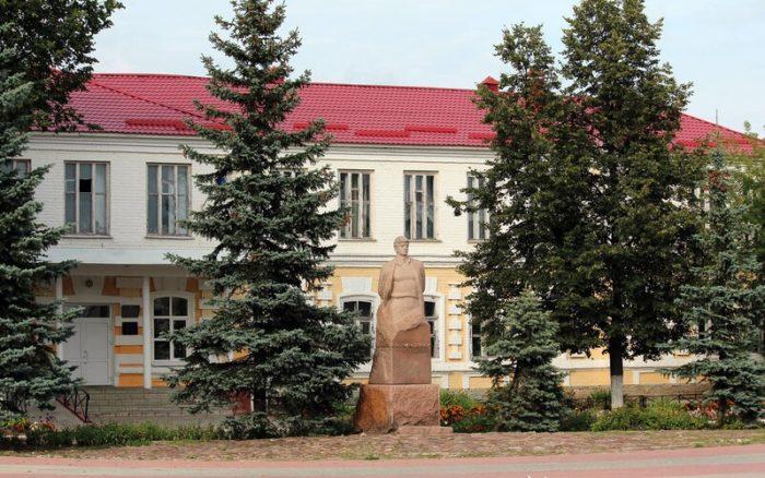 Памятник поэту Борису Корнилову