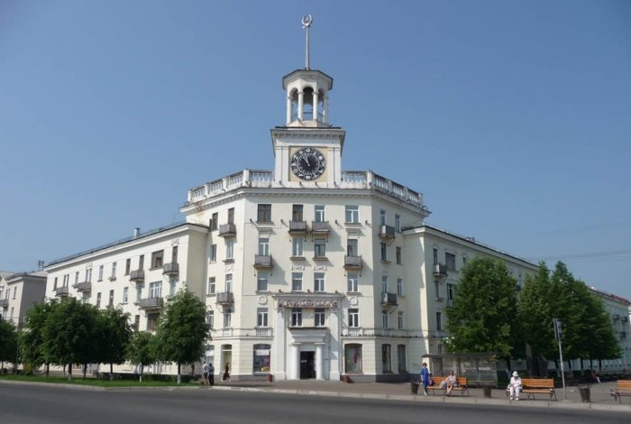 Дом с часами в Железногорске