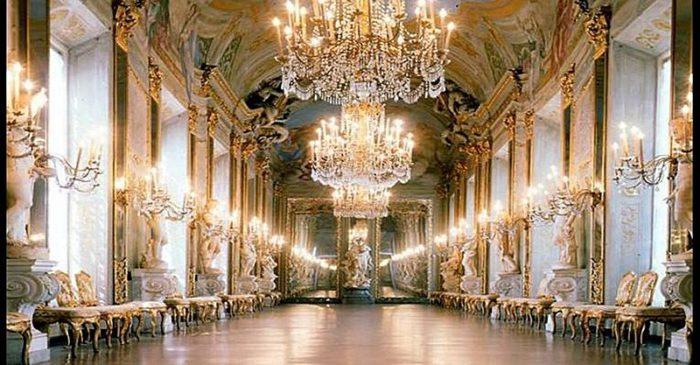 Интерьер дворца Спинола